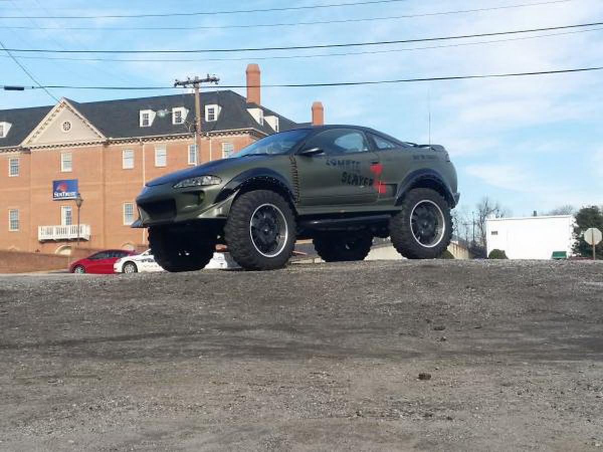 Cine a zis că un Mitsubishi Eclipse nu poate face off-road, s-a înșelat