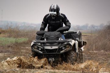 brp-can-am-outlander-6x6-test-mud