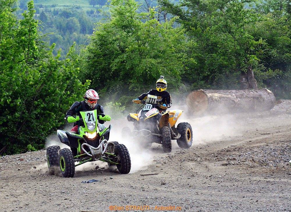 Race action Quad vs. ATV