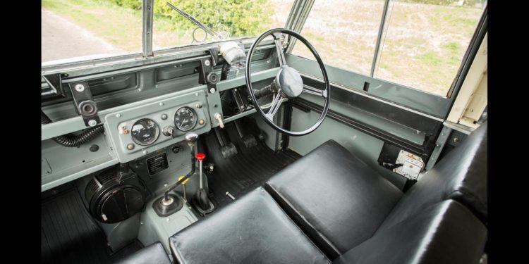 Land Rover Defender 1958 cu senile