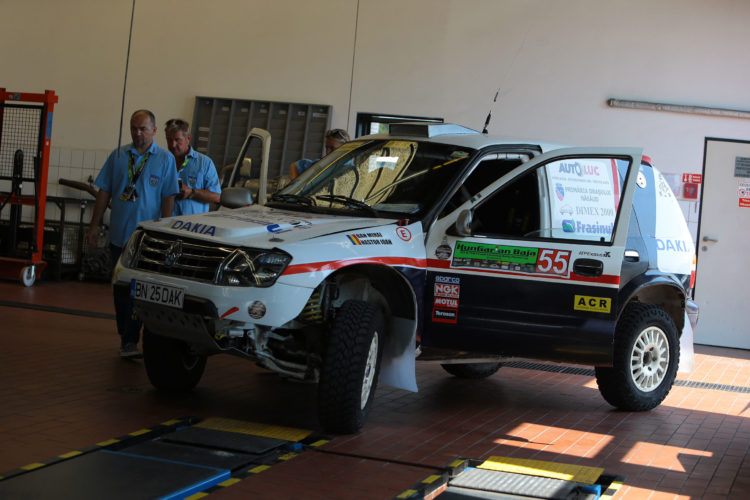 DaKia, o Kia Sportage de rally raid cu look de Dacia Duster