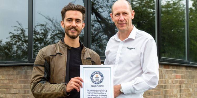 Kane Avellano primind certificatul Guinness World Records pentru reușita sa