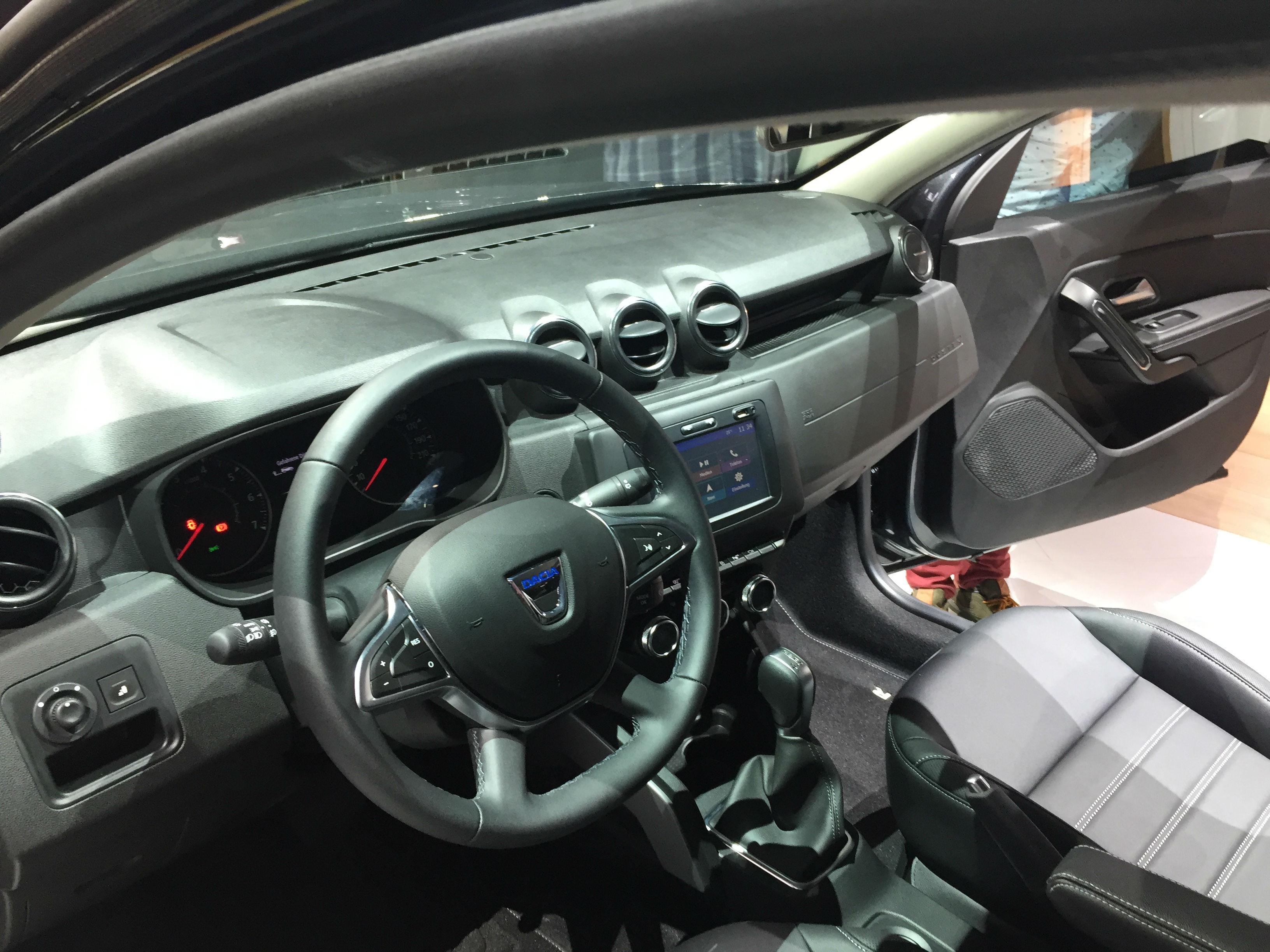 Dacia duster a debutat la frankfurt cu un interior nou galerie foto 4x4 adventure - Dacia duster 2017 interior ...