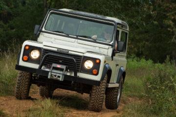 land rover defender offroad.jpg
