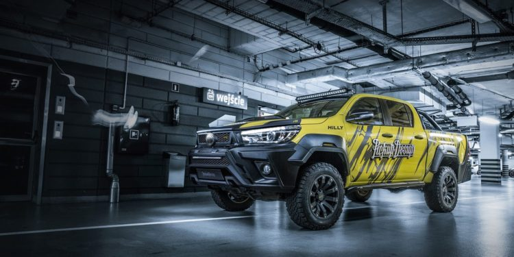 Toyota Hilux Custom by Carlex/Pickupdesign.com
