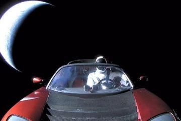Prima mașină în spațiu: Tesla Roadster