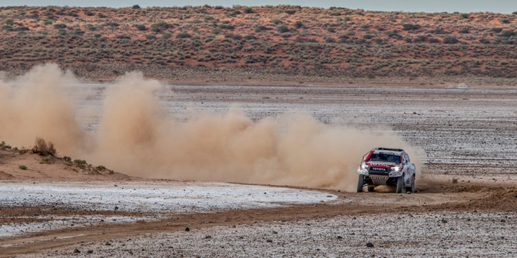 Fernando Alonso Test Rally Raid Hilux V8